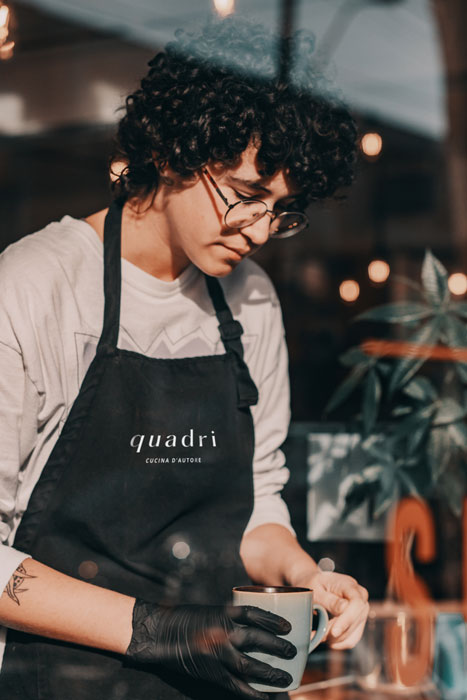 Quadri_Waiter